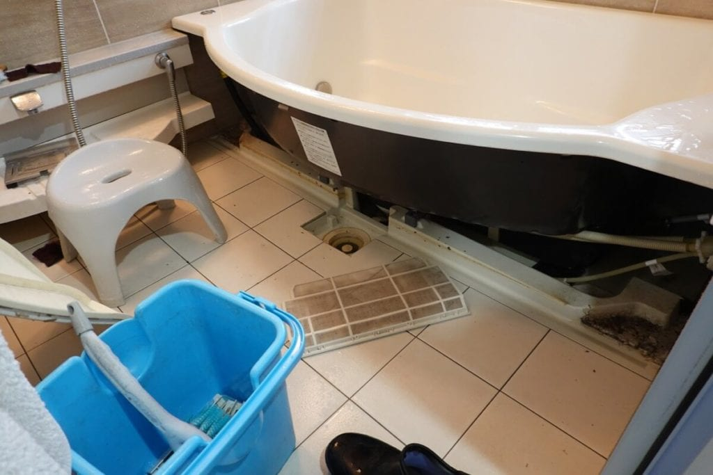 浴室のエプロンクリーニング