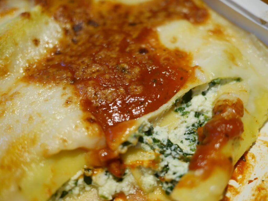 リコッタチーズとほうれん草のカネロニ(トマトソース)
