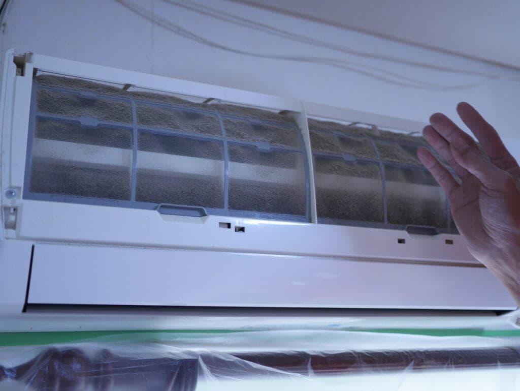 エアコンクリーニング・ホコリだらけのフィルター