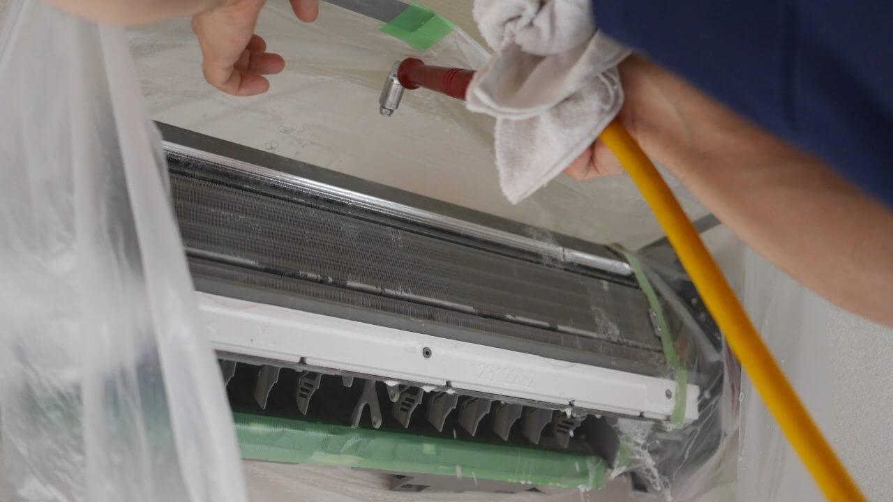 エアコンクリーニングの高圧洗浄