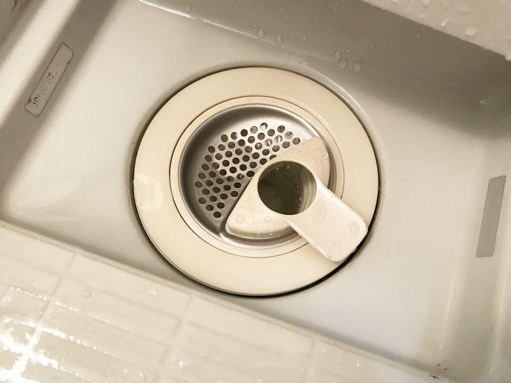 お風呂の排水溝のぬめりを重曹とクエン酸で取る