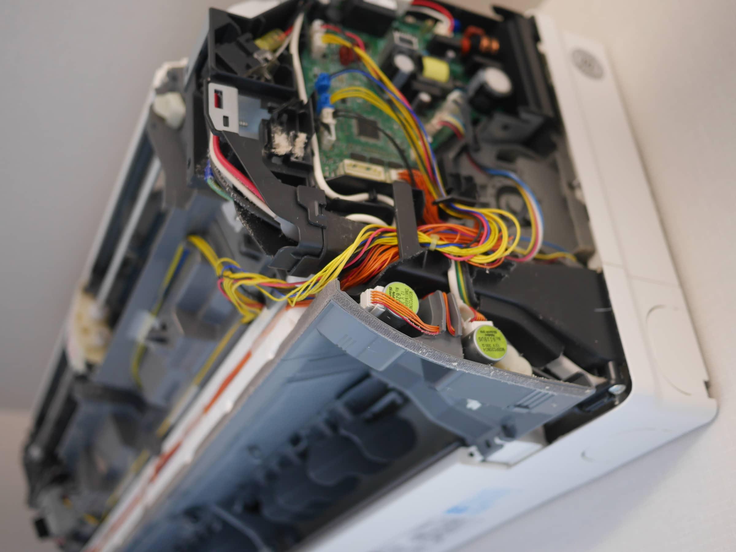 イオンのカジタク エアコンクリーニング 分解したところのメカ部分