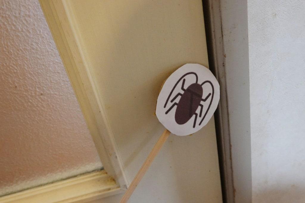 エアコンにゴキブリがでた様子