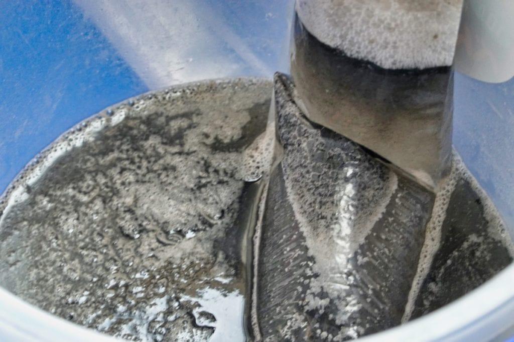 シャープのエアコンクリーニング 汚水