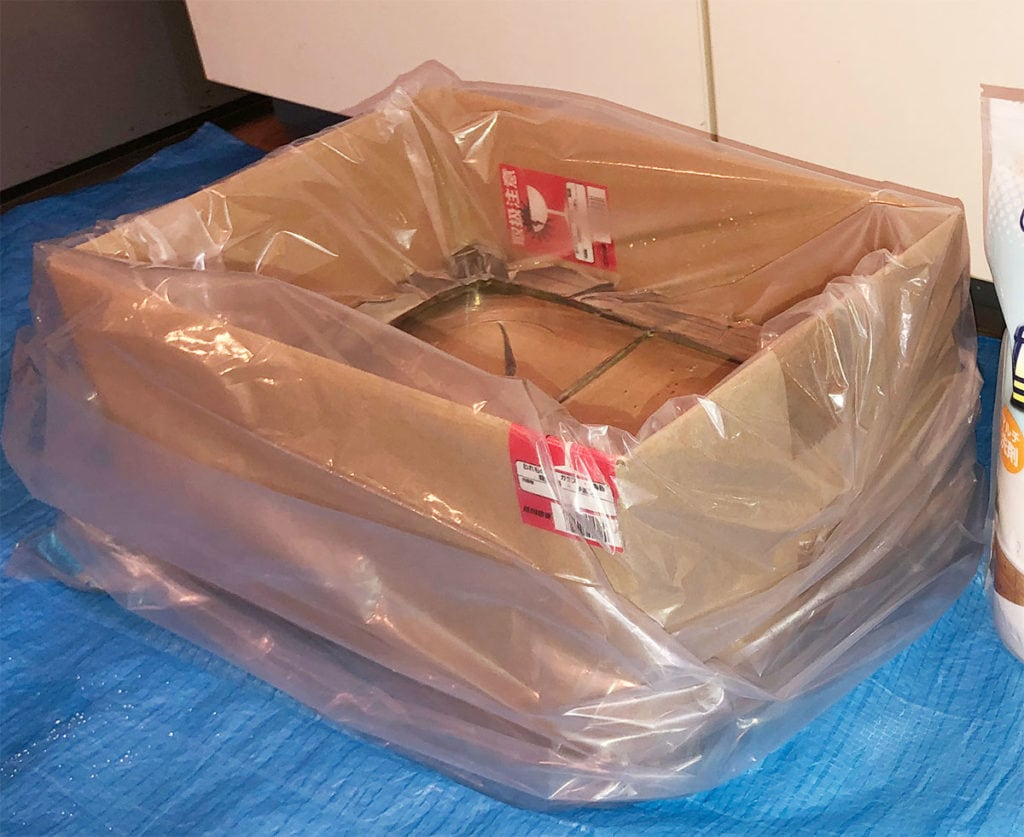 段ボール箱にビニール袋を被せる