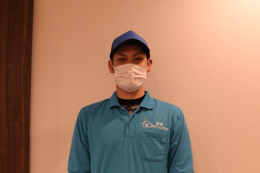 エアコンクリーニング業者の日本おそうじ代行スタッフ
