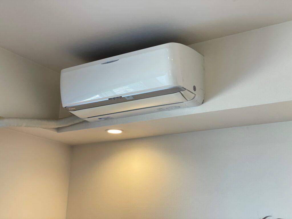 エアコンクリーニング後、エアコンの動作確認を行う