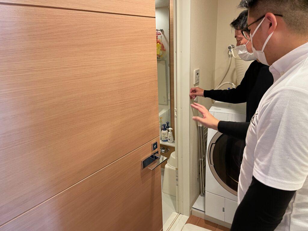 エアコンクリーニング後、作業場やお風呂場を最終確認する