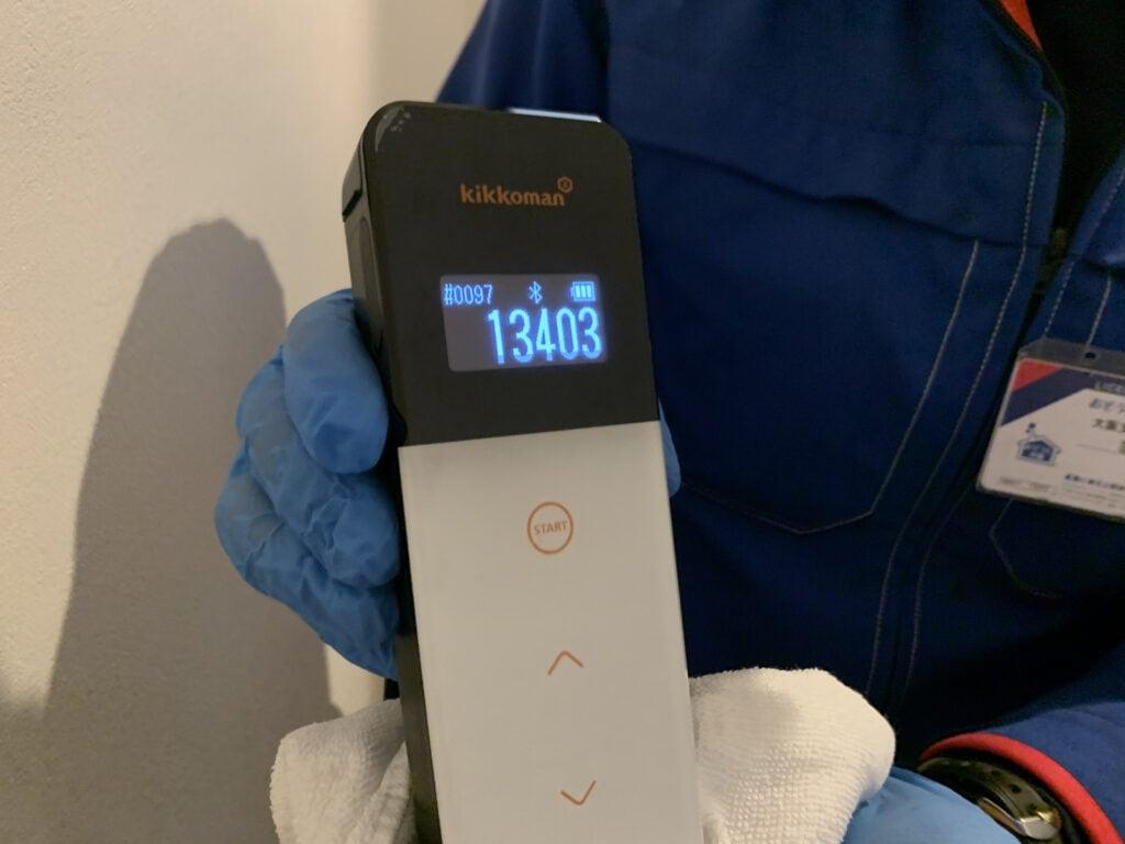 光触媒抗菌コーティング施工前のトイレドア取っ手の菌の数値