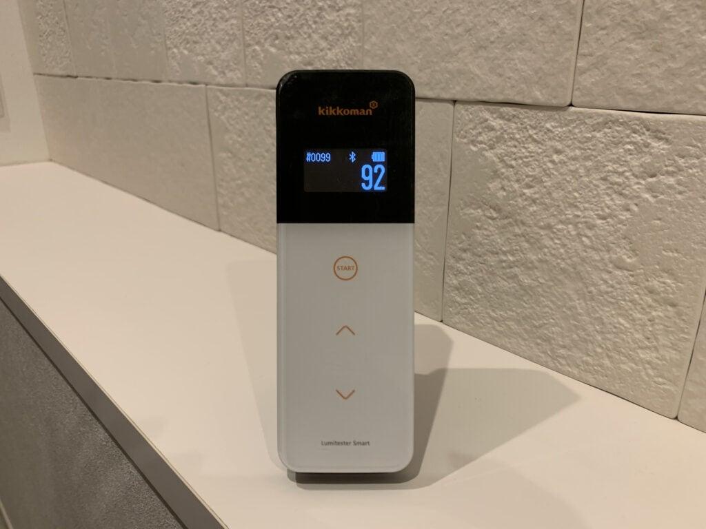 光触媒抗菌コーティング後の玄関内ドアノブをルミテスターで計測
