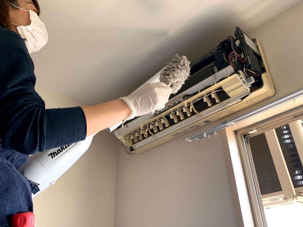 自分でできる?本格エアコン掃除に主婦が挑戦!道具と手順をまとめてみた 埃取り