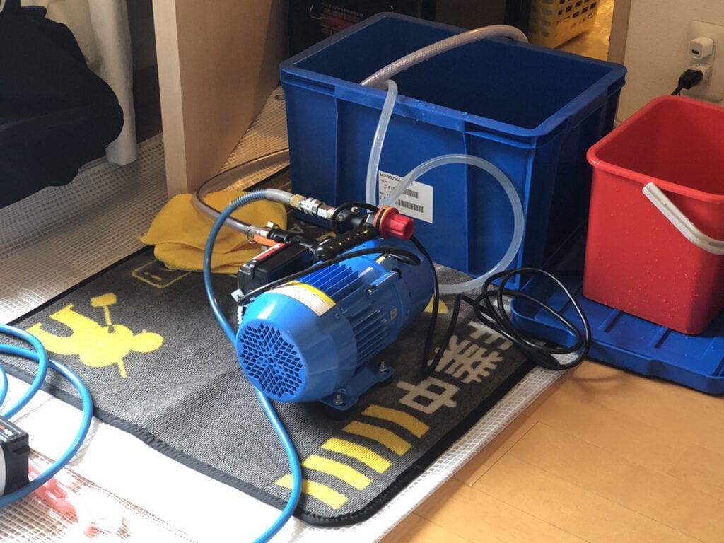 高圧洗浄機と作業道具