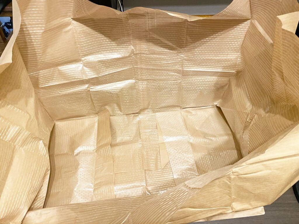 布団クリーニング用の梱包袋を広げた様子